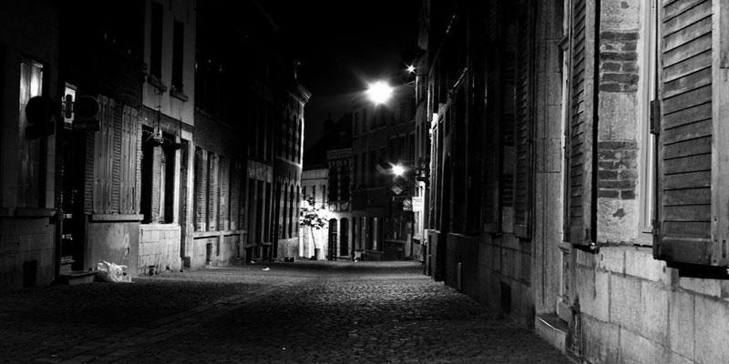 İbrahim Kiras, Karanlık Bir Sokakta - İzdiham: http://www.izdiham.com/ibrahim-kiras-karanlik-bir-sokakta/